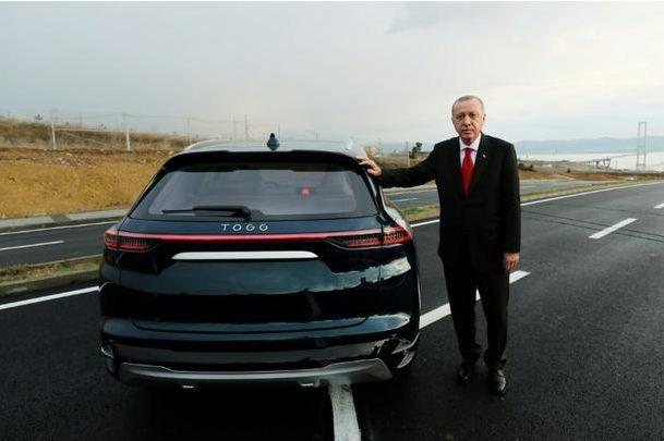 بالفيديو : أردوغان يكشف عن أول سيارة محلية الصنع تعمل بالكهرباء